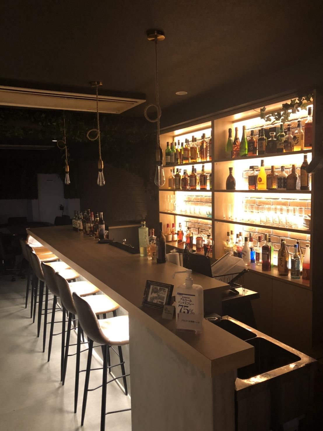 ポーカーと本格カクテルを味わえる「Bar SENSE」が梅田にオープン
